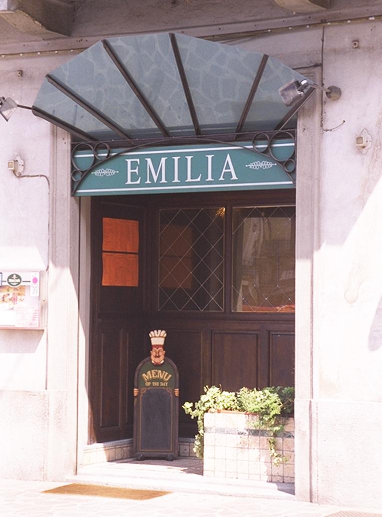 EMILIA 01